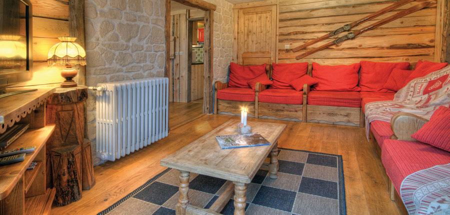 France_Alpe-dHuez_Chalet_Pregentil_lounge.jpg